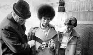 Assata-Shakur-in-handcuff-014